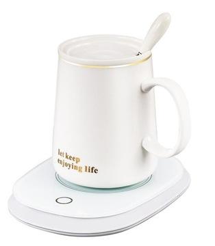 Elektrický ohrievač pod šálkou inteligentnej kávy