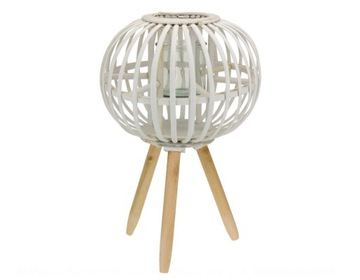 Bamboo Lantern na nohách
