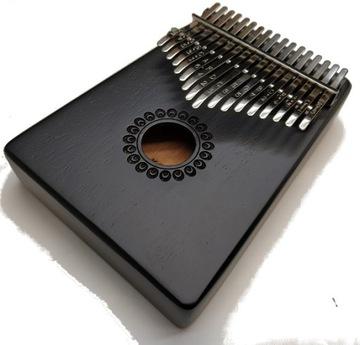 Kalimba drevená malá prístrojová hra ako vibrafón