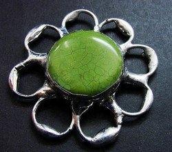 Зеленая брошь в стиле тиффани из говлита от Gep Art