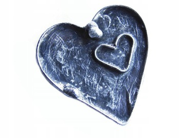 Брошь Сердце в сердечке изготовлена по методу Тиффани.