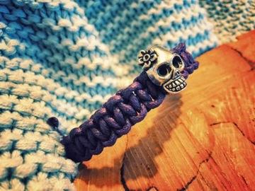 Браслет фиолетовый ручной работы макрама серебряный череп