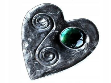 Брошь с зеленым сердечком в технике Тиффани.
