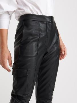 RESERVED- czarne spodnie z eko skóry -L