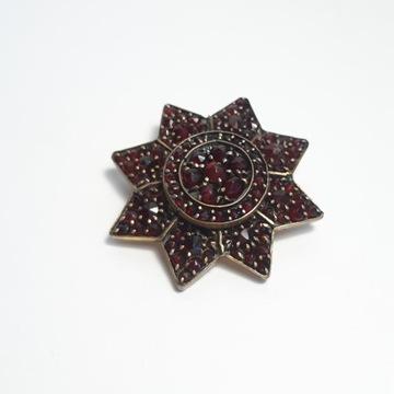Брошь - конец 19 века. Гранаты - звезда 3,4 см.