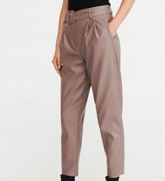 RESERVED- beżowe spodnie z eko skóry z paskiem -L