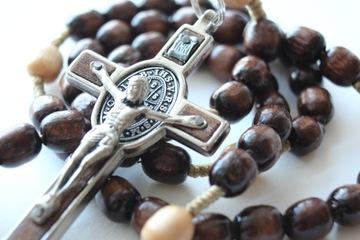Деревянные четки с овальным св. Бенедикт