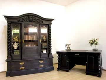 Гданьский кабинет - письменный стол и библиотека.