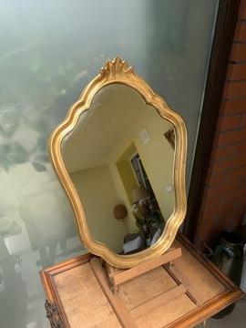 Красивое золотое винтажное зеркало