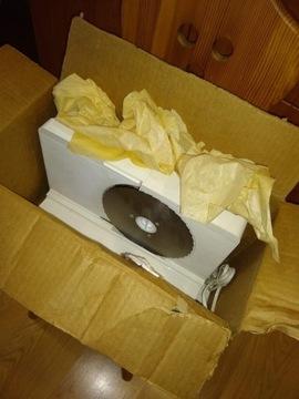 Хлеборезка для мясных нарезок из Польской Народной Республики в картонной коробке.