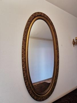 Зеркало эллиптической формы в деревянной раме