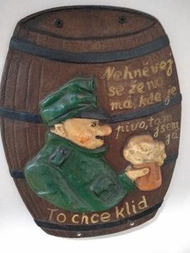 Старая чугунная доска в форме шара из бара Wojak Szwejk