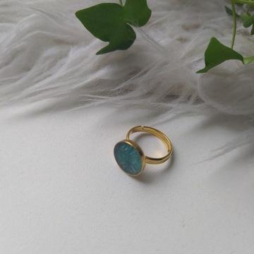 Позолоченное серебряное кольцо с эпоксидной смолой