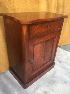 Шкаф из красного дерева в стиле бидермейер