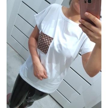 Bluzka T-shirt z dziewczyną biała