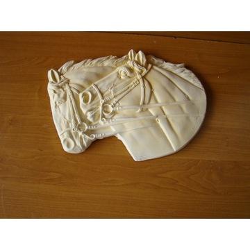Płaskorzezba Głowa koni konie konik rzezba gipsowa