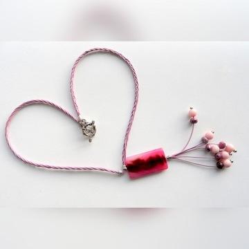 naszyjnik z różowym agatem