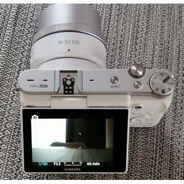 Aparat Samsung NX3000 + Obiektyw 16 - 50 mm +Lampa