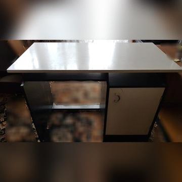 Biurko z zamykaną szafką