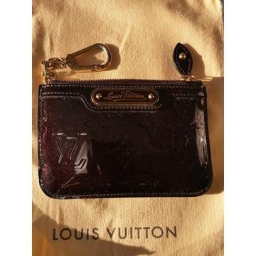 Brelok Louis Vuitton ze skory lakierowanej