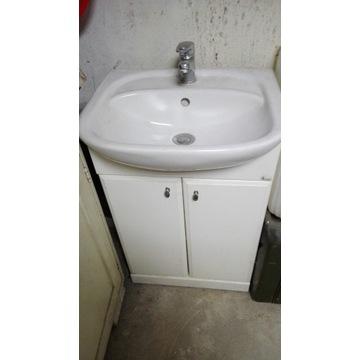 Umywalka z szafką łazienkowa.