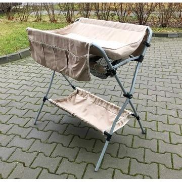 Przewijak na stojaku - lekki, składany, przenośny.