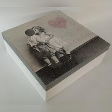 Drewniana szkatułka z sercem