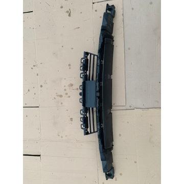 BMW F30 LCI LIFT atrapa środkowa 738153