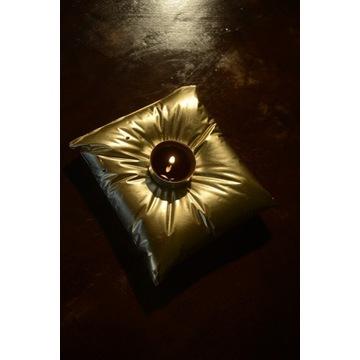 Świecznik złota poduszka