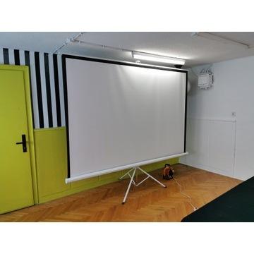 Ekran projekcyjny na statywie 240x180 cm ręczny
