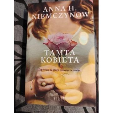 Tamta kobieta Anna H. Niemczynow