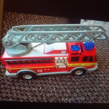 duża staż pożarna auto do skręcania i dwa inne