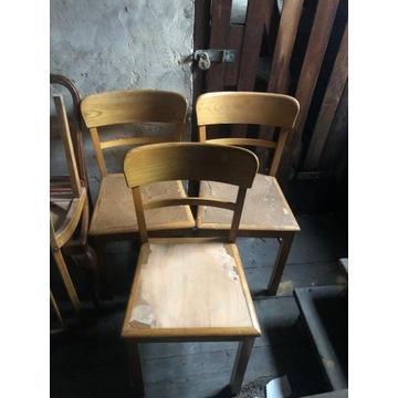 Krzesła drewniane do renowacji.