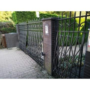 Ręcznie kuta brama wjazdowa na posesję