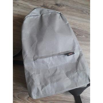 Plecak z impregnowanego papieru