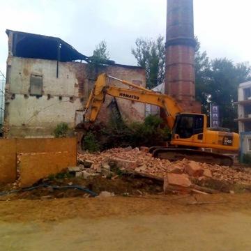 Wyburzanie budynków Koparka gąsienicowa