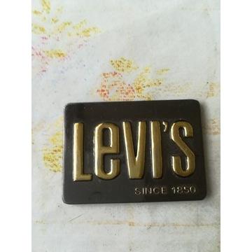 Levi's przypinka