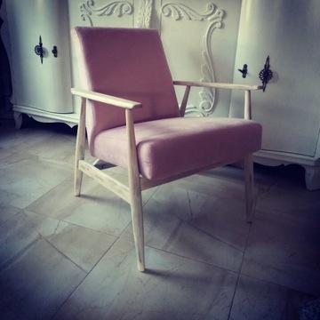 Fotel po renowacji różowo biały przecierany