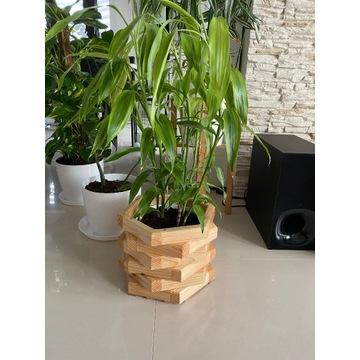 Drewniana sosnowa doniczka na kwiaty