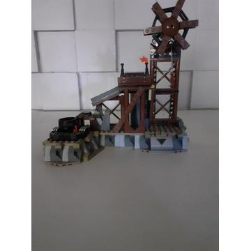 Lego władca pierścieni kuźnia orków 9476