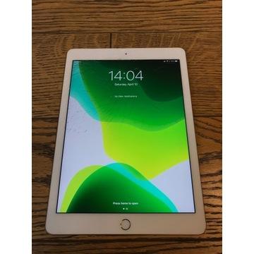 """iPad Pro 9.7"""" 128GB Wi-Fi Cellular Gold Klawiatura"""