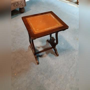 stołek, taboret ze zdobieniem