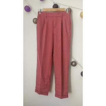 Materiałowe eleganckie spodnie 3/4 różowe