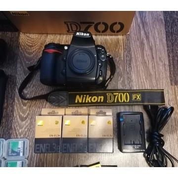 Nikon D700 + MB-D10, 3 baterie, 6 kart, 0 przebieg