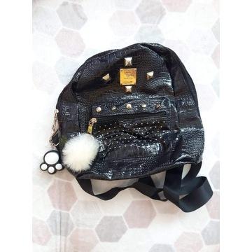 Plecak lakier czarny mały portfel brelok