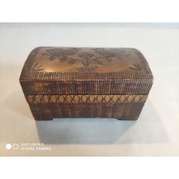 Stara, drewniana szkatułka drewniana