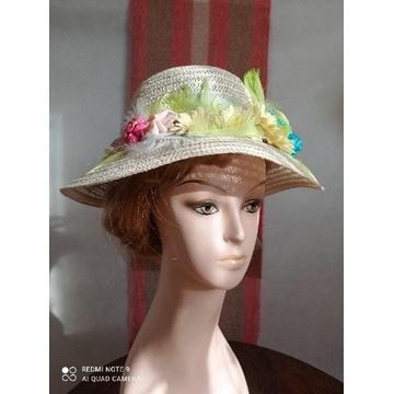 Słomkowy kapelusz z kwiatami. Hand made.