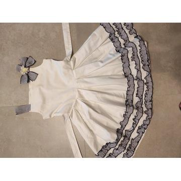 Śliczna biała sukienka rozm. 134