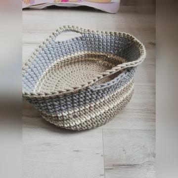 koszyk ręcznie robiony ze sznurka bawełnianego