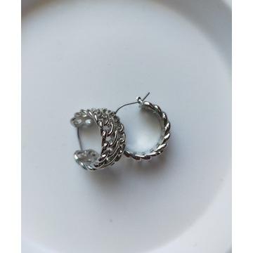 Ażurowe kolczyki w kolorze srebra